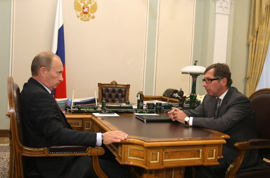 Pyotr Aven With Vladimir Putin At A Meeting