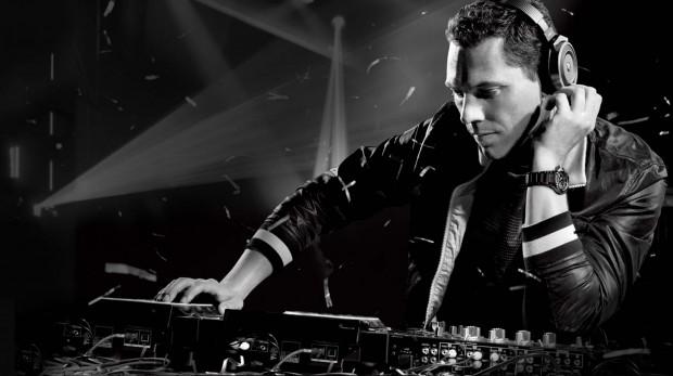 Tijs Michiel Verwest Playing DJ