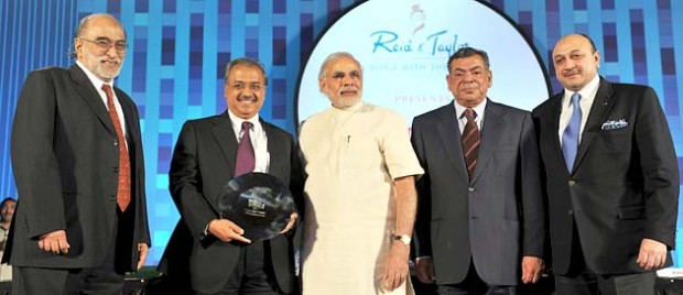 Dilip Shanghvi Receiving Award From Prime Minister Narendra Modi