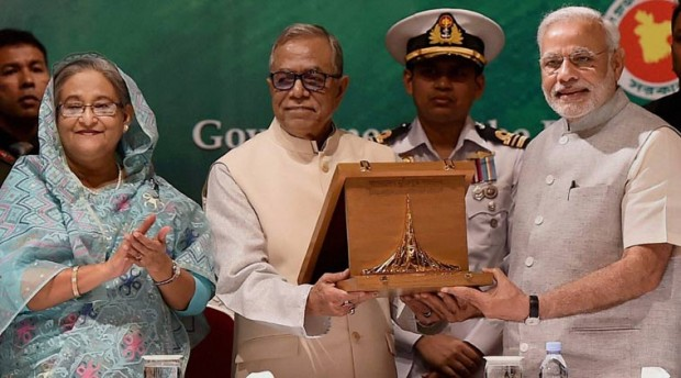 Modi Receiving Award From Bangladesh President