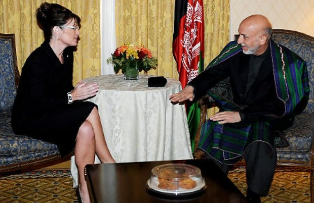 Afghan President Hamid Karzai (l.) meets with Republican VP candidate Sarah Palin