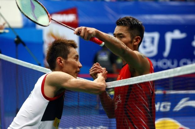 Lin Dan (right) embraces Lee Chong Wei