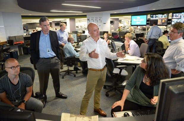 Jeff Bezos, center, meets with members of the Newsroom Staff