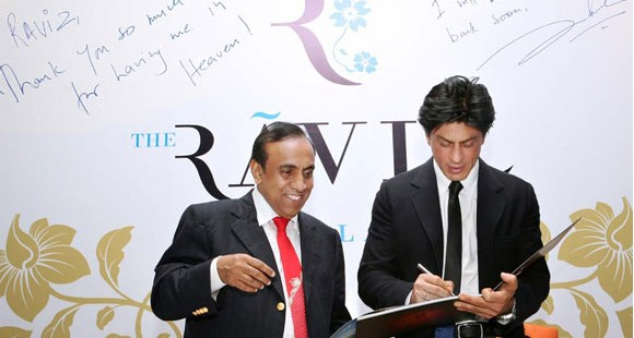 Ravi Pillai with ShahRukh Khan at RAVIZ Inauguration