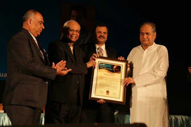 Rahul Bajaj Receive Award