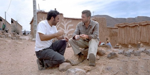 Alejandro González Iñárritu and Brad Pitt in Babel