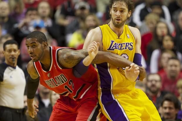 LaMarcus Aldridge battles with Los Angeles Lakers