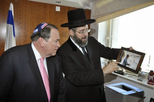 Ashkenazi Chief Rabbi of Israel David Lau shares a personal story Mike Huckabee