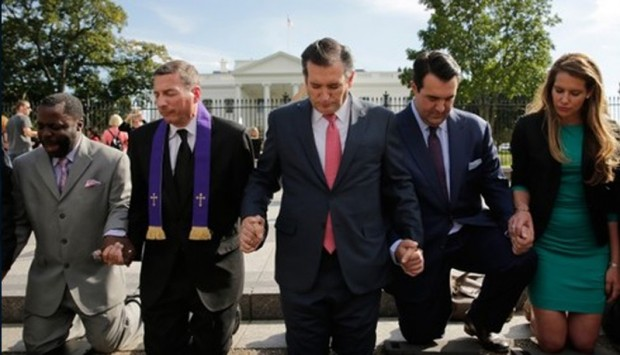 Ted Cruz kneels outside the White House in prayer for the release of captive pastor in Iran
