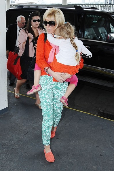 Rielle Hunter Arrives At Airport With His Daughter