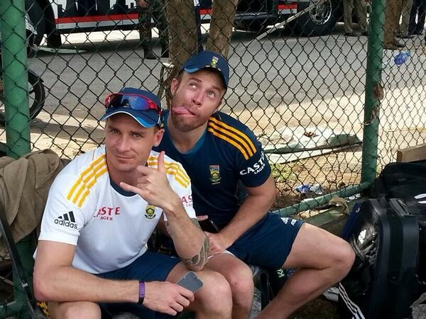 Devilliers Funny Pose with Dale Steyn