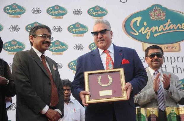 Vijay Mallya receiving Memento