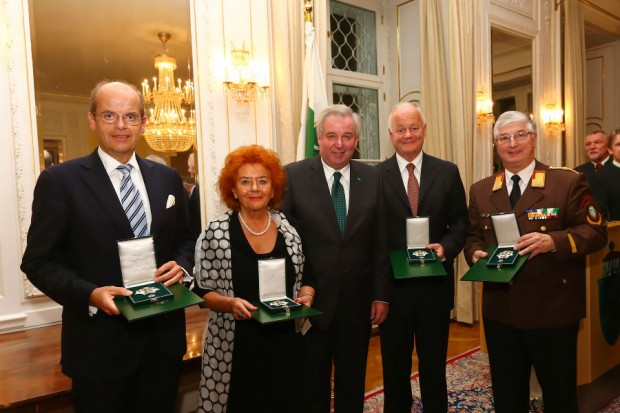 Wolfgang Leitner, Erika Lojen, LH Vice Hermann Schützenhöfer, Josef Köfer and Gustav