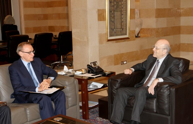 Foreign Minister Bob Carr meeting with Lebanese Caretaker Prime Minister Najib Mikati in Lebanon