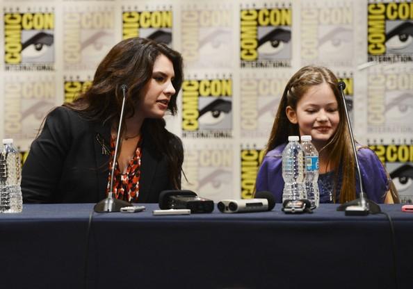 Stephenie Meyer with Mackenzie Foy at Comic Con
