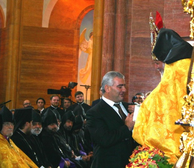 Samvel Karapetyan at Holy Martyrs Church