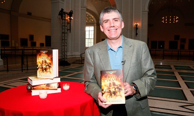 Rick Riordan with his book Red Pyramid