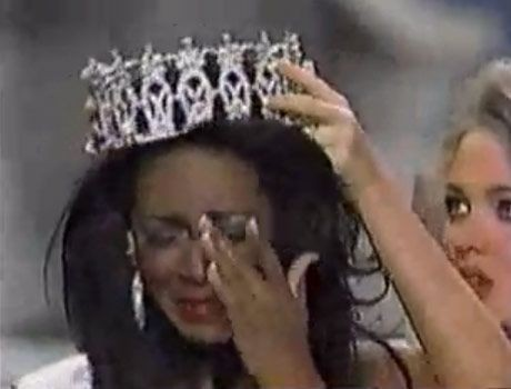 Kenya Moore Crying While she Wearing Miss USA Crown