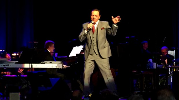 Kevin Spacey Sings With Patti Austin And Backup Vocalists