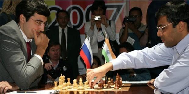 Viswanathan Anand Playing Chess With Vladimir Borisovich Kramnik