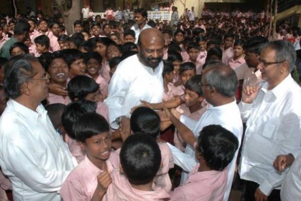 Shiv Nadar with Some School Kids