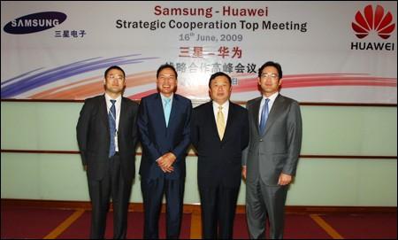 Lee Jae-yong, right, who was then a director, and Huawei Chairman Ren Zhengfei