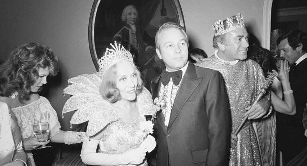 Gloria Swanson is crowned Queen of the Mardi Gras festivities by Louisiana Gov. Edwin Edward