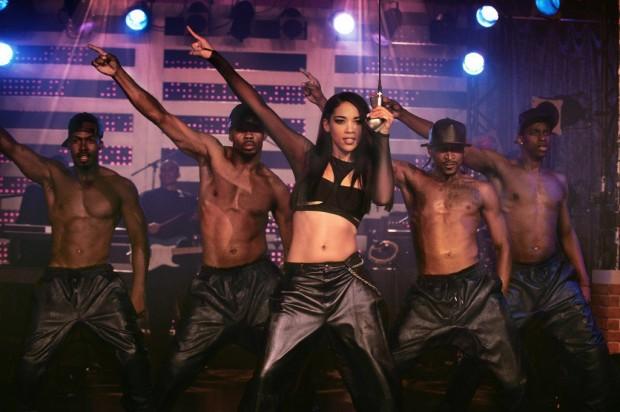 Aaliyah Performing
