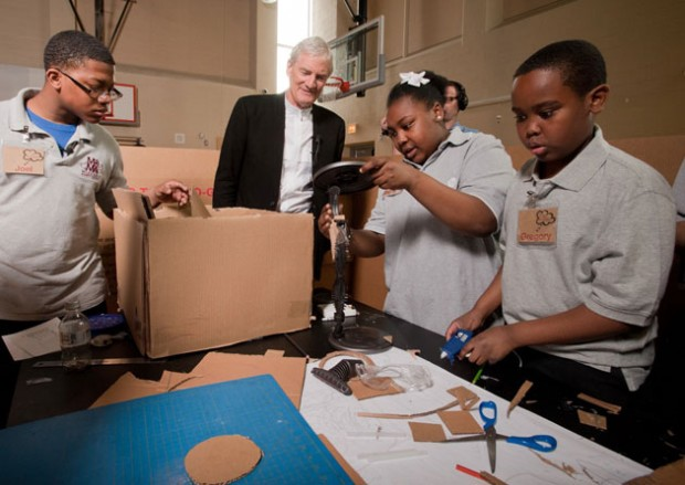 James Dyson watching Chicago Middle School students participate in workshop led by Himself