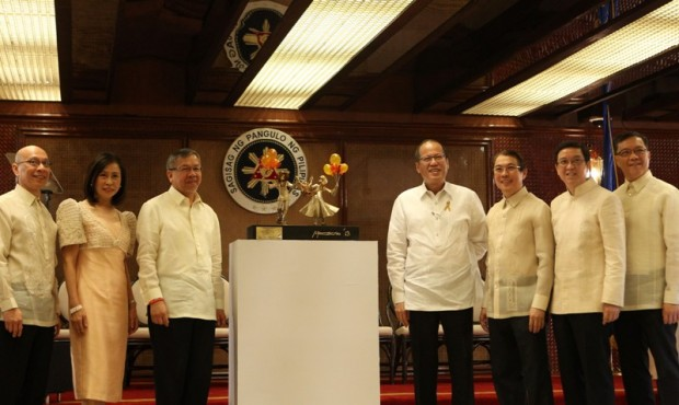Tony Tan Crew with President Benigno S. Aquino III