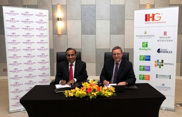 Ravi Pillai at Signing Ceremony for Crowne Plaza Dubai Marina Development