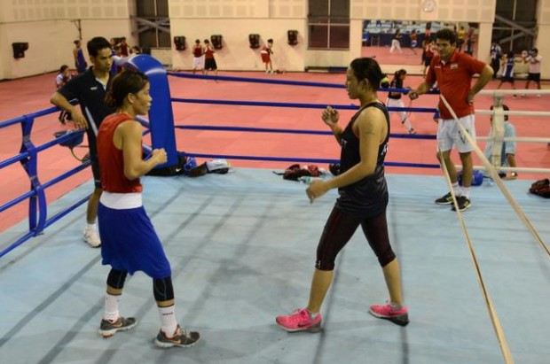 Mary Kom Practice With Sarita Devi
