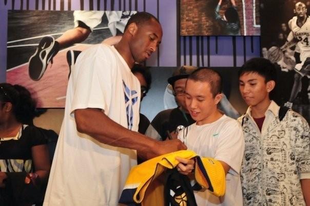 Kobe Signing to His Kid Fans at Singapore