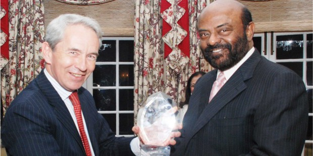 Shiv Nadar Receiving Business Person Of The Year Award