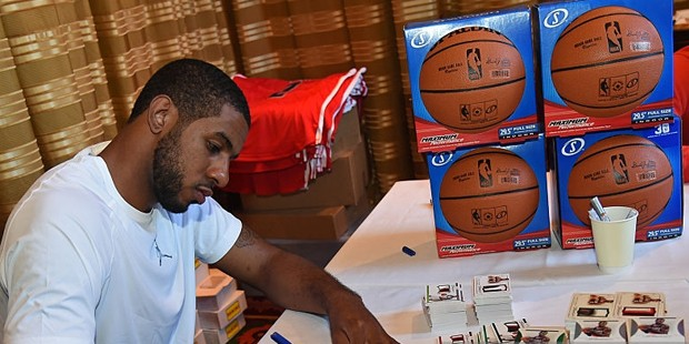 LaMarcus Aldridge Signs  Jerseys and Basketballs
