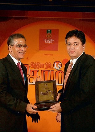 Kalanithi Maran Being Felicitated by Aroon Purie