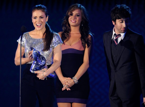 Alyssa Milano, Demi Lovato with Simon Helberg