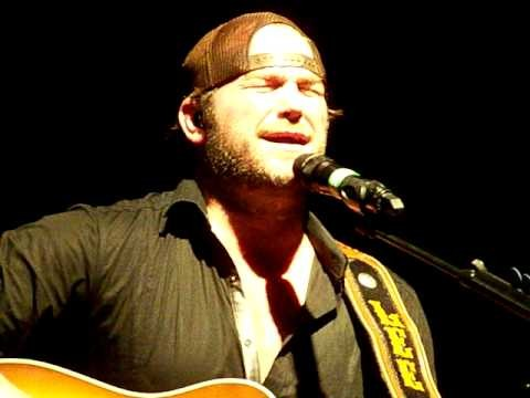 Lee Brice Sings Song