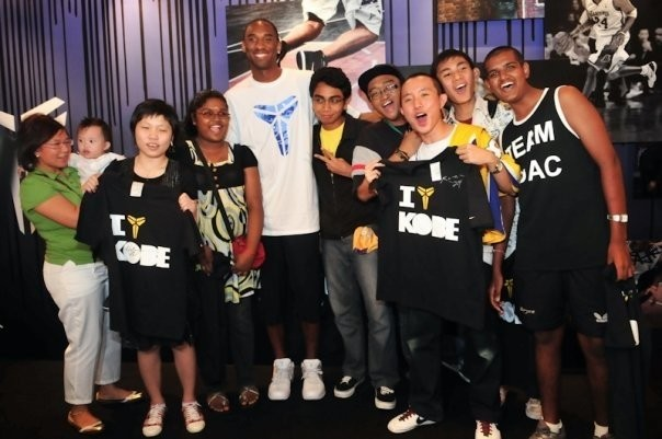 Kobe with His Fans in Singapore