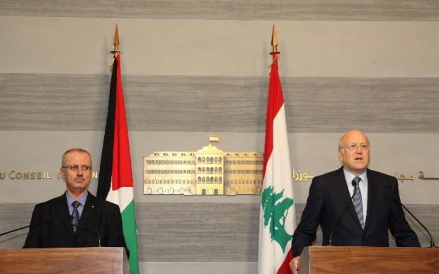 Visiting Palestinian Prime Minister Rami Hamdallah (L) and his Lebanese Najib Mikati At a joint Press Conference in Beirut
