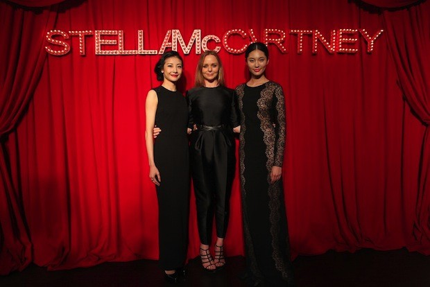 Tan Yuan, Stella McCartney, and Bonnie Chen at the designers Shanghai black-tie Event