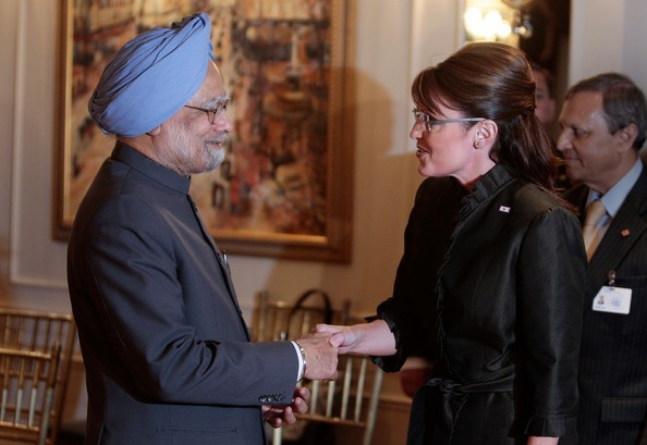 Gov. Sarah Palin (R) shakes hands with India prime minister Manmohan Singh