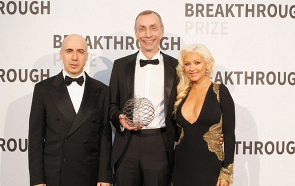 Svante Paabo with Yuri Milner And Christina Aguilera
