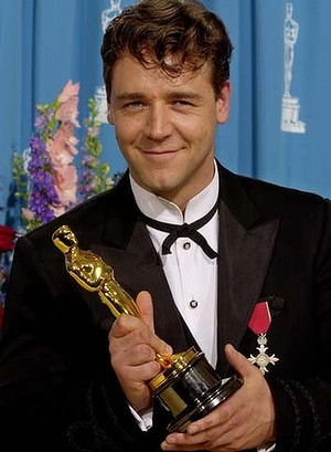 Russell Crowe won Oscar award in 2000 for Best Actor