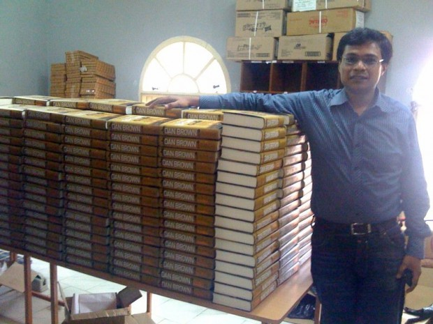 Sachin Bansal with Ordered Books at Flipkart