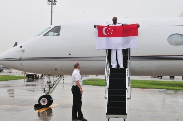 Kobe Coming out with Singapore Falg after Arriving Singapore