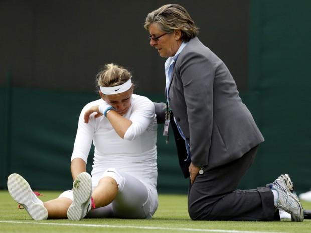 Azarenka injured and crying at Wimbledon