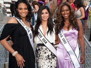 Kenya Moore with Other Miss USA Winners