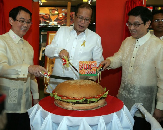 Tony Tan and President Benigno S. Aquino III Starting Jollibee 700th Store