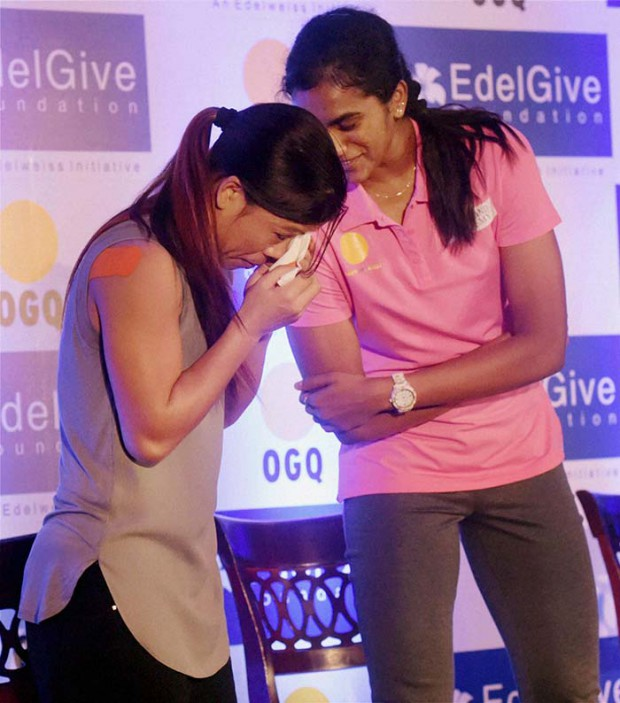 PV Sindhu with Indian Boxer Mary Kom